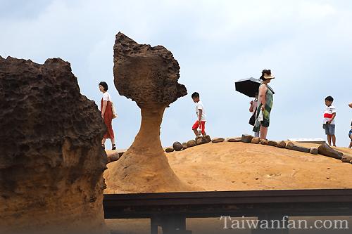 女王頭-yehliu-taiwan-tour-guide_野柳-イエリョウ-観光